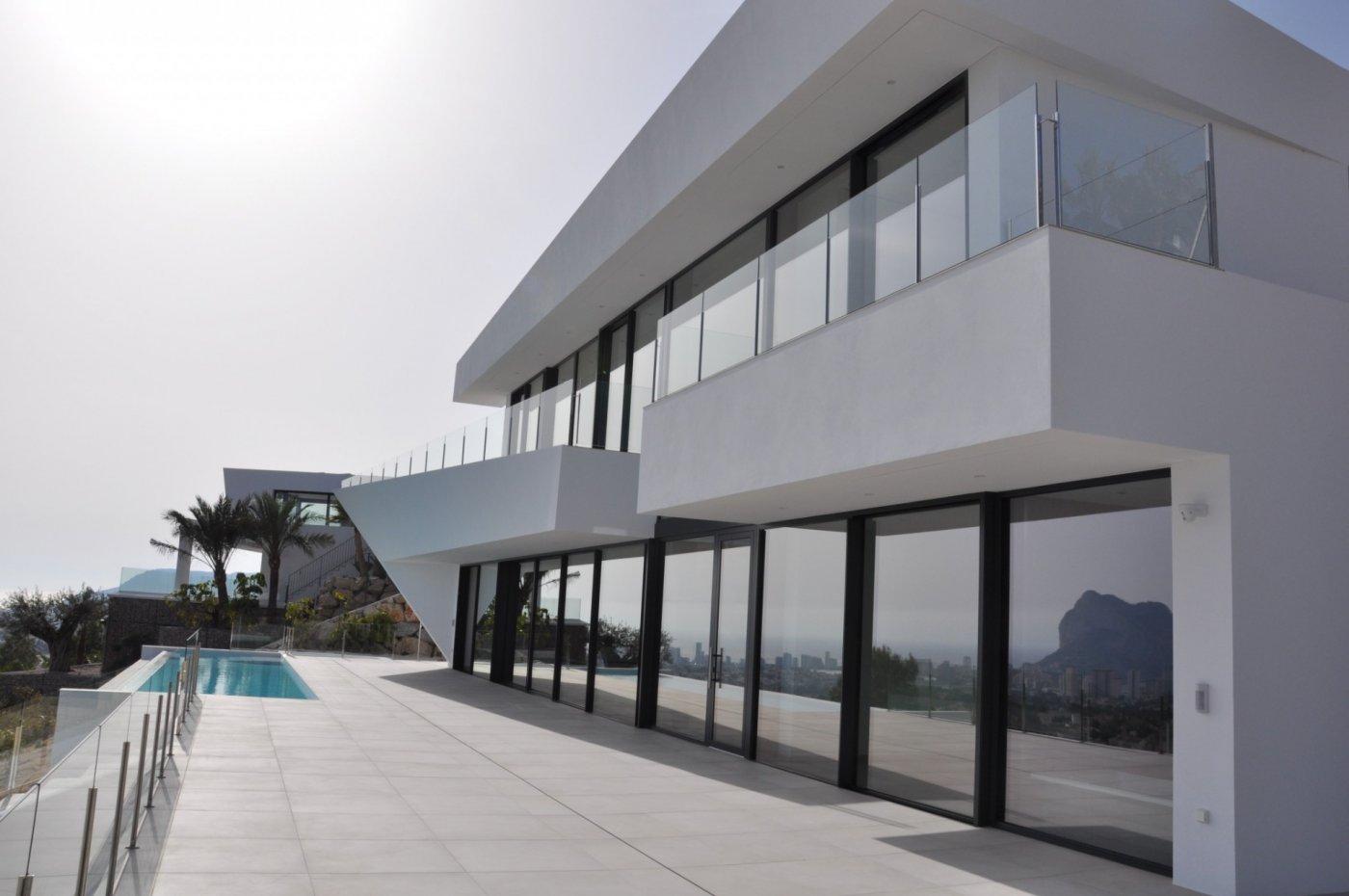 Preciosa villa de estilo moderno en venta en la costa de Benissa con vistas panorámicas al mar